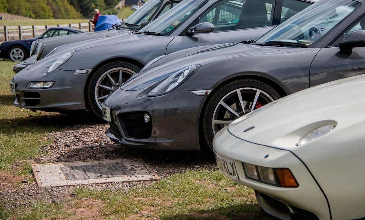 Μπήκε σε αντιπροσωπεία αυτοκινήτων, έβαλε μπρος το όχημα και τώρα θα πληρώσει 6.000 ευρώ (pics)