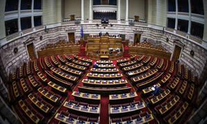 «Έπρεπε να πεις στον Τσίπρα να παραδεχθεί τη μ@λ@κί@»: Απίστευτες κουβέντες στη Βουλή