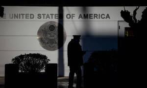 Συναγερμός: Τούρκος σκαρφάλωσε τα κάγκελα και εισέβαλε στην αμερικανική πρεσβεία
