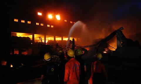 Τραγωδία στο Μπανγκλαντές: 56 νεκροί από φωτιά σε πολυκατοικία