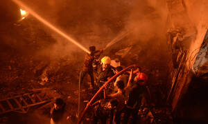 Πύρινη κόλαση στο Μπαγκλαντές: 70 άνθρωποι κάηκαν ζωντανοί από τεράστια φωτιά σε πολυκατοικία (Pics)