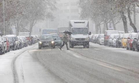 Καιρός: Γιατί κρατάει... πισινή για τα χιόνια στην Αθήνα ο Τάσος Αρνιακός; (video)
