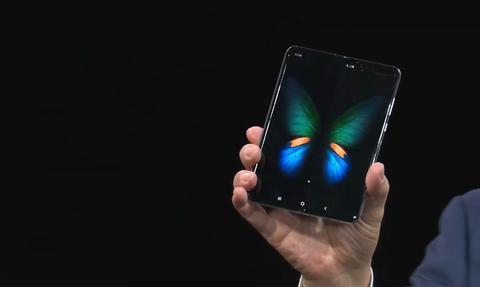 Galaxy Fold: Το πρώτο αναδιπλούμενο κινητό της Samsung λυγίζει σαν πορτοφόλι! (video)