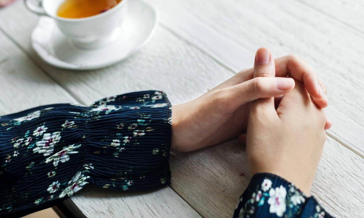 «Ανοίγουν» κι εσένα τα χέρια σου από το κρύο; Ο τρόπος για να το αλλάξεις μια και καλή
