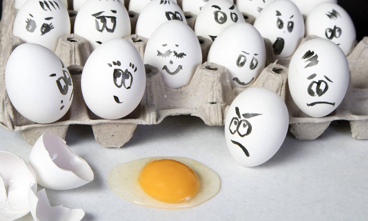 Πώς να καθαρίσετε τα ρούχα σας από λεκέδες αυγού