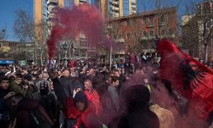 «Καζάνι» που βράζει η Αλβανία: Χιλιάδες διαδηλωτές ζητούν την παραίτηση Ράμα
