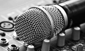 Το ακατάλληλο μήνυμα σε πασίγνωστο τραγουδιστή: «Σεξ με θαυμάστριες κάνεις;»