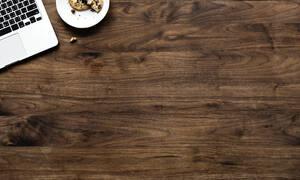 Γρατζουνιές στο ξύλινο τραπεζάκι σου; Αφαίρεσέ τις με ένα καρύδι