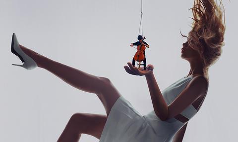 Ψηλά στον ουρανό στην παλάμη μιας γυναίκας: Ίσως η πιο παράξενη συναυλία που δόθηκε ποτέ; (Vid)