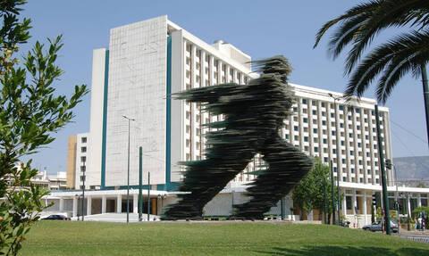 Ποιος επιχειρηματίας αγοράζει το Hilton