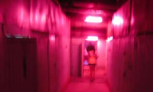 Πανικός σε οίκο ανοχής: έτρεχαν έξω γυμνοί λόγω φωτιάς (photos)