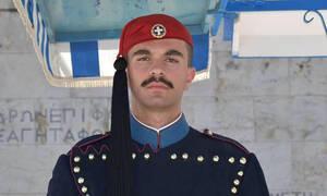 Πανελλήνιος θρήνος για τον 24χρονο Εύζωνα: «Καλό παράδεισο τσολιά μου» (pics+vid)