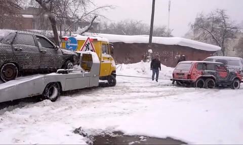 Δείτε ένα απίστευτο Lada Niva με 6 τροχούς (vid)