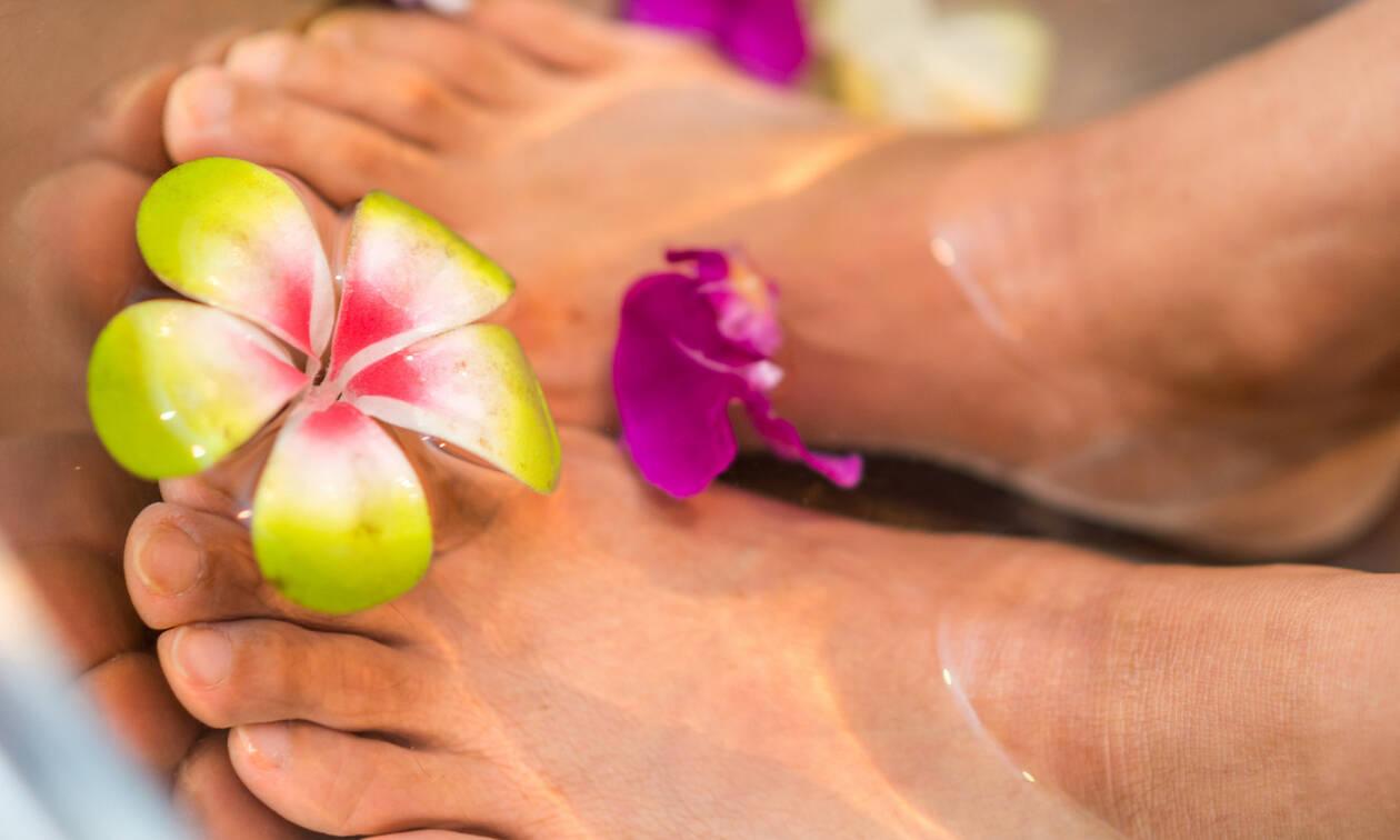 7 μυστικά για την καταπολέμηση της κακοσμίας των ποδιών