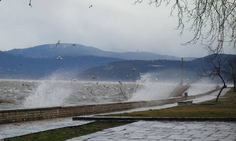Κακοκαιρία: Οι άνεμοι σάρωσαν τα Ιωάννινα – Το βίντεο που δείχνει το μένος της φύσης