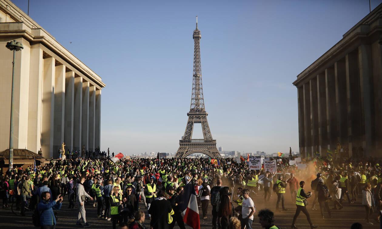 Τα «κίτρινα γιλέκα» στους δρόμους: Μαζικές διαδηλώσεις στη Γαλλία