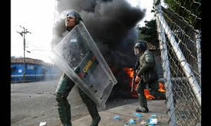 «Καζάνι που βράζει» η Βενεζουέλα: Νέες «μάχες» μεταξύ διαδηλωτών και δυνάμεων του Μαδούρο «
