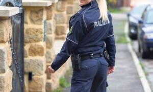 Γυναίκα αστυνομικός απολύθηκε μετά τον... αποκαλυπτικό χορό στους συναδέλφους της (pics)