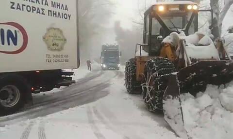 Στα «λευκά» η ορεινή Μαγνησία – Πώς κινούνται τα οχήματα (video)