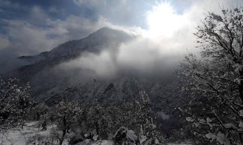 Καιρός - «Ωκεανίς»: Υποχωρεί σταδιακά η κακοκαιρία – Πού θα χιονίσει σήμερα Δευτέρα (25/02)
