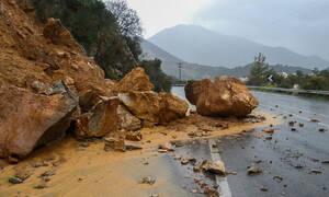 Καιρός: Η Ωκεανίδα «χτυπά» την Κρήτη - Πλημμύρες, κατολισθήσεις και διακοπές ρεύματος (pics+vid)