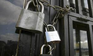 «Λουκέτο» σε πασίγνωστη εταιρεία ρούχων - Κλείνει τα μαγαζιά της στην Ελλάδα