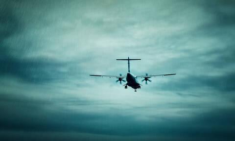 Τρόμος σε πτήση Αθήνα - Λήμνος: Έβαλαν σωσίβια οι επιβάτες - Ασθενοφόρα τούς παρέλαβαν λιπόθυμους