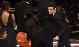Oscars 2019: Όλος ο κόσμος μιλάει για την τούμπα του Ράμι Μάλεκ (video)
