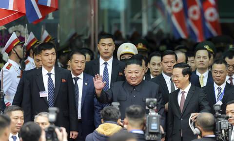 Έφθασε στο Βιετνάμ ο Κιμ Γιονγκ Ουν (pics)