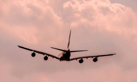 Πανικός σε πτήση Αθήνα - Λήμνος: Λιπόθυμους επιβάτες παρέλαβαν τα ασθενοφόρα