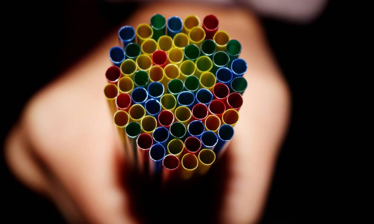 Не хвататься за соломинку: Греческая компания Everest объявила войну пластиковым трубочкам