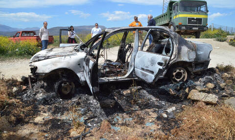 Θεσσαλονίκη: Φρικτός θάνατος άνδρα σε φλεγόμενο αυτοκίνητο - Βίντεο ΣΟΚ από το σημείο