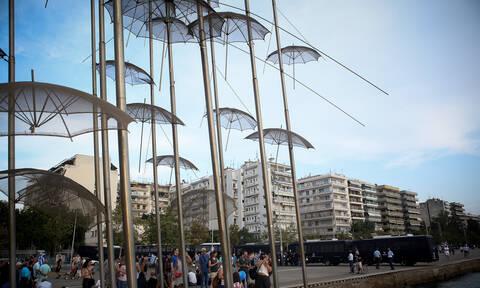 Συναγερμός στη Θεσσαλονίκη: Έπεσε ημίγυμνη στον Θερμαϊκό