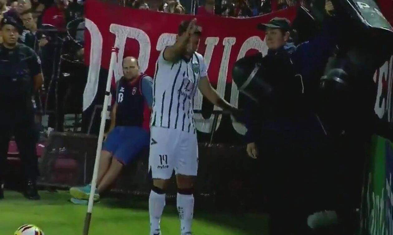 Δεν ξανάγινε! Αστυνομικός «ανεβάζει την πίεση» σε ποδοσφαιριστή! (vid)