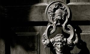 Βέβηλοι έκλεψαν το κεφάλι σταυροφόρου από την «κρύπτη του Δράκουλα» - Δείτε φωτογραφίες