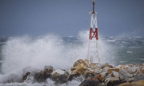 Καιρός ΤΩΡΑ: Με βροχές και πτώση της θερμοκρασίας η Τετάρτη - Θυελλώδεις οι άνεμοι στο Αιγαίο (pics)