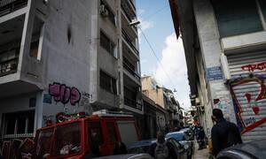 Άνδρας απειλούσε να αυτοκτονήσει στα Εξάρχεια (pics)