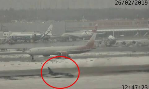 Προσπάθησε να το προσγειώσει σε παγωμένο  αεροδιάδρομο - Η συνέχεια προκαλεί τρόμο (vid)