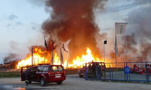 Λάρισα: Μεγάλη φωτιά σε εργοστάσιο ξυλείας - Φόβοι για έκρηξη (pics&vids)