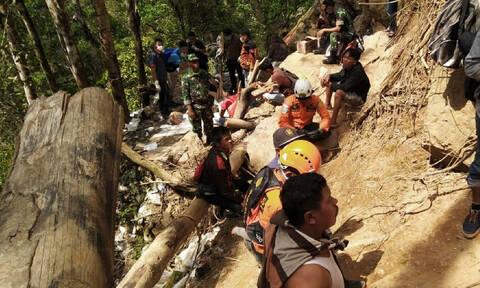 Τραγωδία στην Ινδονησία: Έξι νεκροί και δεκάδες αγνοούμενοι από κατάρρευση σε χρυσωρυχείο