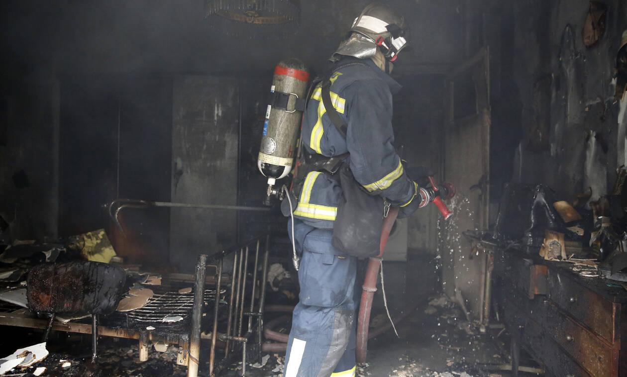 Νεκρό άτομο σε φωτιά στην Αρτέμιδα - Βρέθηκε μέσα σε φλεγόμενη μονοκατοικία (pics&vid)