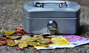 Έχετε χρέη σε ταμεία και Εφορία; Μεγάλη ανατροπή με τη ρύθμιση των 120 δόσεων