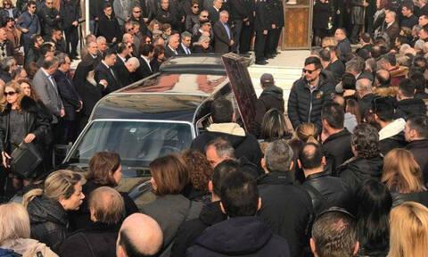 Θεσσαλονίκη: Ράγισαν καρδιές στην κηδεία του άτυχου πυροσβέστη (pics+vid)