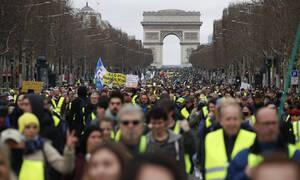 Γαλλία: Τα «κίτρινα γιλέκα» για 16ο Σάββατο στους δρόμους - Επεισόδια και συγκρούσεις (pics)