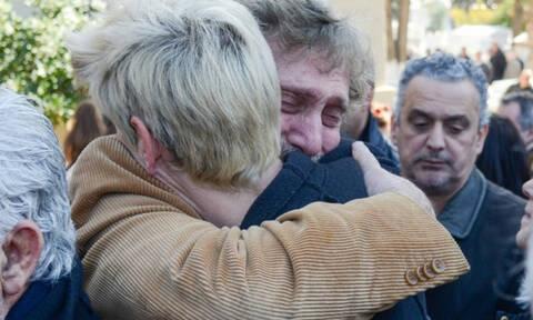 Κατέρρευσε ο Αλμπέρτο Εσκενάζυ στην κηδεία του Φαίδωνα Γεωργίτση!