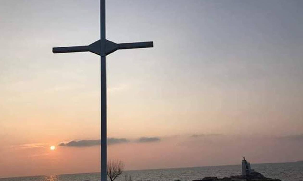 6036fafc89 Μυτιλήνη  Eλεύθεροι οι κατηγορούμενοι για την ύψωση σταυρού στην ακτή Απελή