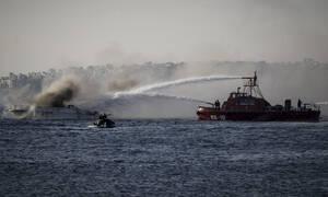 Στις φλόγες θαλαμηγός στο Φλοίσβο
