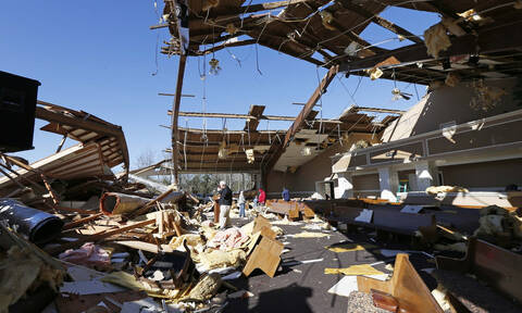 ΗΠΑ: Φονικός ανεμοστρόβιλος στην Αλαμπάμα - 14 οι νεκροί και τεράστιες καταστροφές (vid)