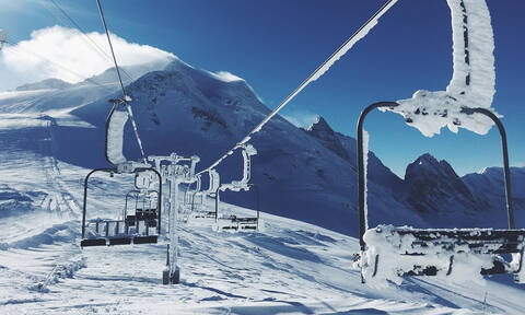 Ηρωική προσπάθεια παιδιών: Σώζουν 8χρονο που κρέμεται από λιφτ σε χιονοδρομικό (vid)