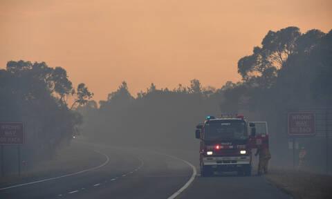 Κόλαση φωτιάς στην Αυστραλία: Καίγονται σπίτια - Χιλιάδες πυροσβέστες δίνουν μάχη με τις φλόγες